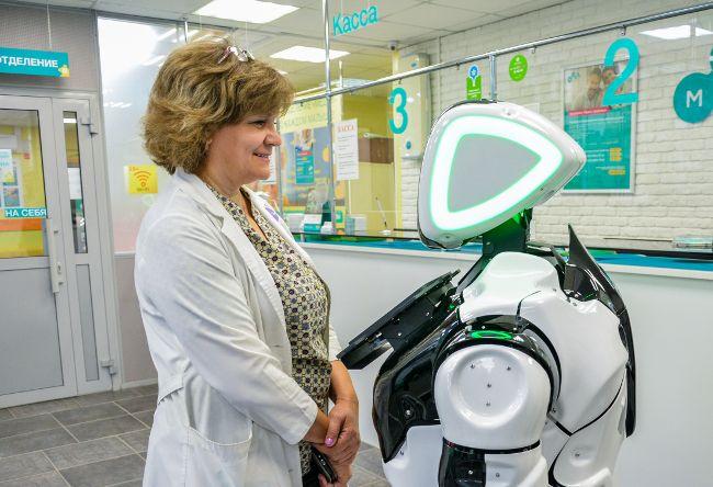 В российской клинике появился робот-сотрудник