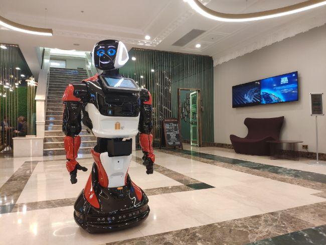 В России появился первый робот-консьерж для бизнес-центра