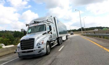 Автономные грузовики Daimler начинают испытывать на общественных дорогах