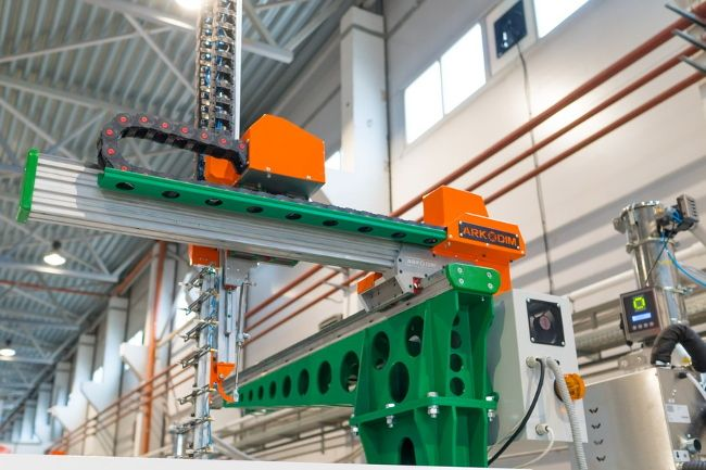 Отечественные роботы на производстве зубных щёток R.O.C.S.
