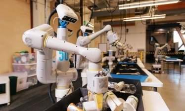 Робот Alphabet X успешно сортирует мусор – в будущем роботы станут повседневной реальностью