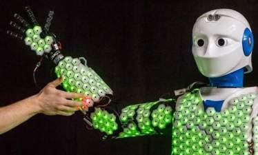 """Робототехника: В TUM разработали """"искусственную кожу"""" с сенсорными датчиками"""