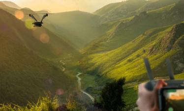 Дрон с двумя винтами от Zero Zero Robotics может непрерывно летать до 50 минут