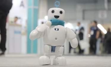 Робот-компаньон piBo сможет развлекать одиноких людей