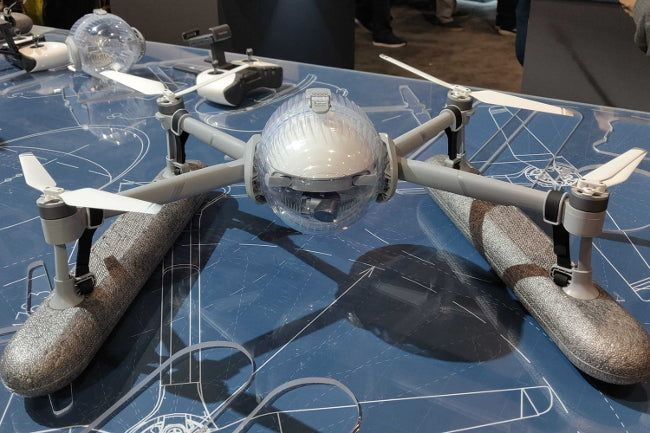 Дрон PowerEgg X на основе искусственного интеллекта можно использовать как ручную камеру