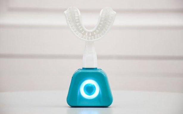 Необычная щетка Y-Brush полностью почистит зубы всего за 10 секунд