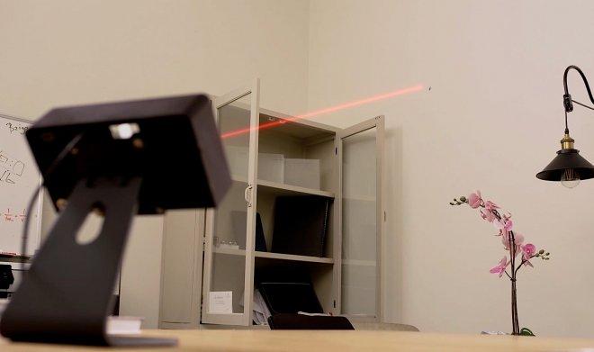 Лазерный детектор Bzigo найдет и подсветит каждого комара в вашей комнате