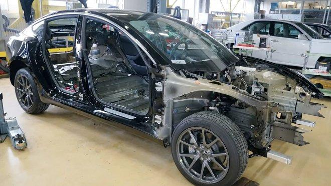 Инженеры Toyota признали – Tesla опережает их в области бортового ИИ на 6 лет