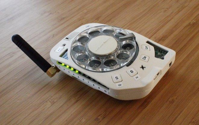 Этот забавный гаджет – настоящий дисковый мобильный телефон